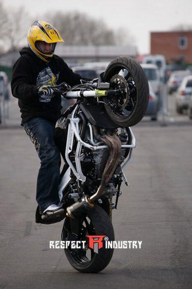 трюки на мотоциклах для профи