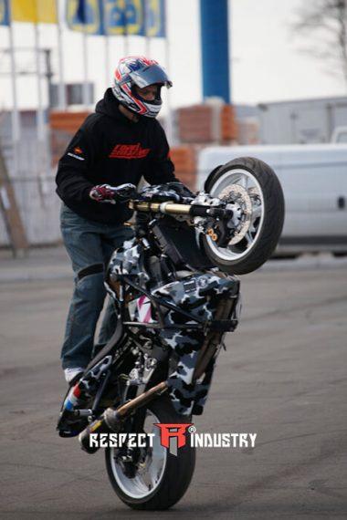 трюки на мотоциклах профи